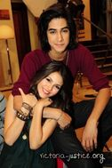 Behind-the-Scenes-Victorious-Photoshoot-avan-and-victoria-17452693-333-500