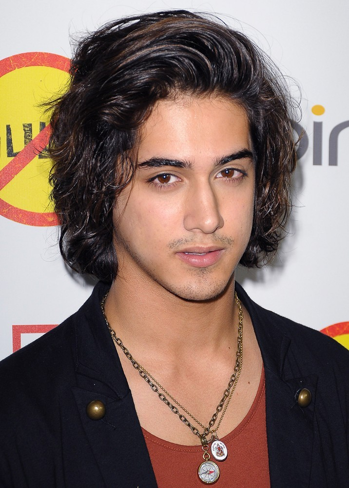 who is avan jogia dating today Canadian actor, avan jogia is born on february 9, 1992, to parents mike and wendy jogia father mike jogia is of indian descent and mother wendy jogia is from the family which is from english, wales and some german ethnicity 26 years of age avan is blessed with good looks along with naturally beautiful hair.