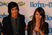 -Hotel-for-Dogs-Premiere-avan-and-victoria-12212726-953-637