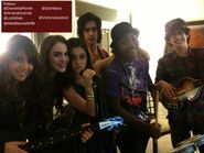 Victorious-cast-presenting 14