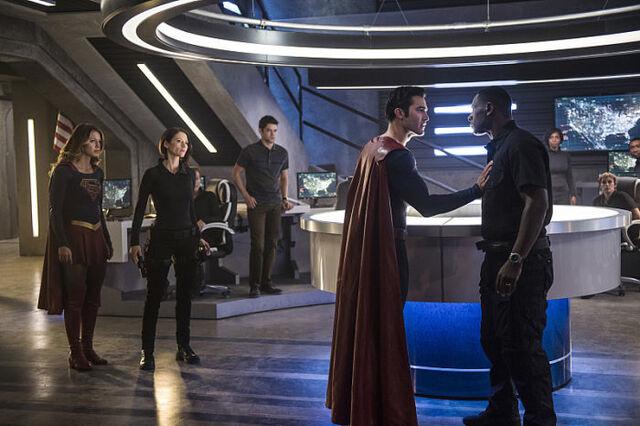 File:Supergirl-Season-2-Superman-DEO.jpg