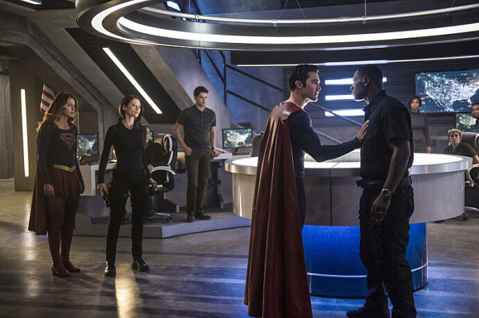 Supergirl-Season-2-Superman-DEO