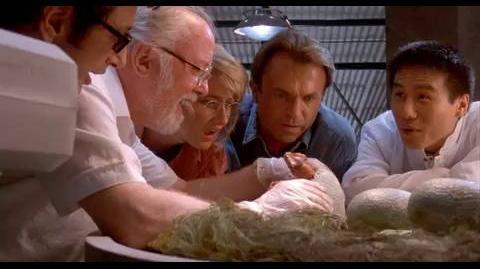 Jurassic Park - A hatching egg