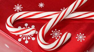 How to decorate with candy canes