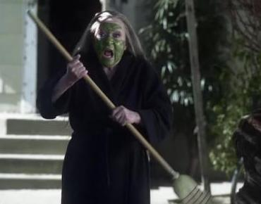 File:Crazy Witch Lady in green.jpg