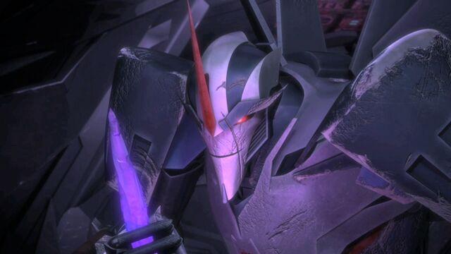 File:Starscream holding a dark energon shard.jpg