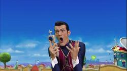 Robbie-Rotten-lazytown-39904118-500-281