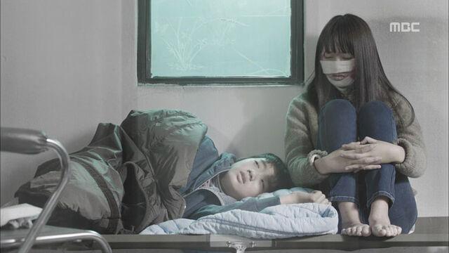 File:Younghyungjoonwithseoyeon.jpg