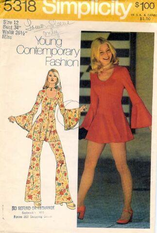File:W5318s 1972 dress.jpg