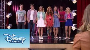 Violetta Video Musical ¨Algo se enciende¨-2