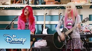 "Violetta Momento Musical Roxy y Fausta interpretan ""Underneath It All"""