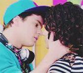 Nata-et-maxi-embrasser
