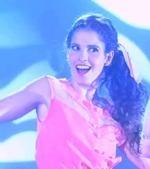Camila singing Junto a Ti