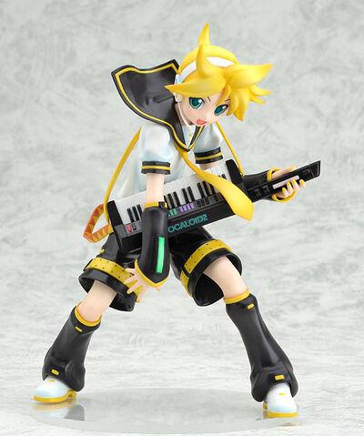 File:Kagamine Len 1 8 figurine.jpg