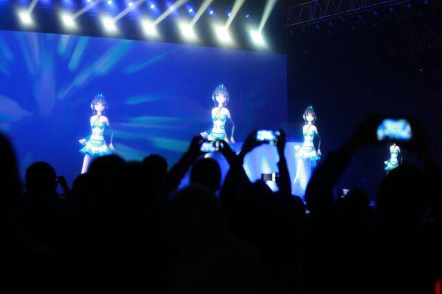 File:Tianyi concert 2.jpg