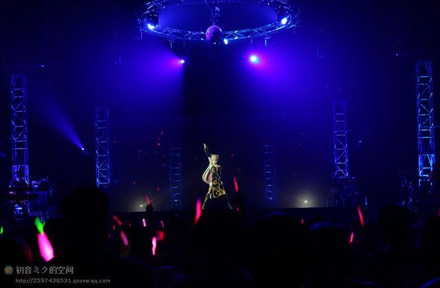File:Mikupa live in sapporo 2013 luka.jpeg