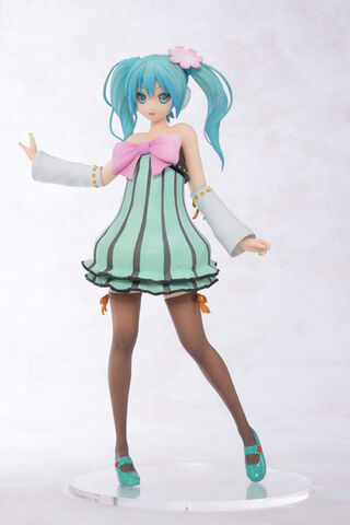 File:Colorful x Melody figurine.jpg