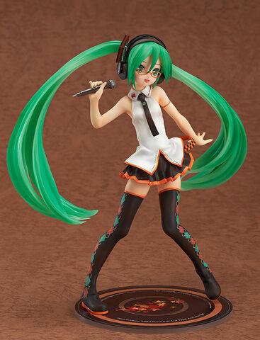 File:Hatsune Miku Lat 1 8 figurine - FamilyMart.jpg