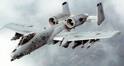 1280px-A-10 Thunderbolt II In-flight-2