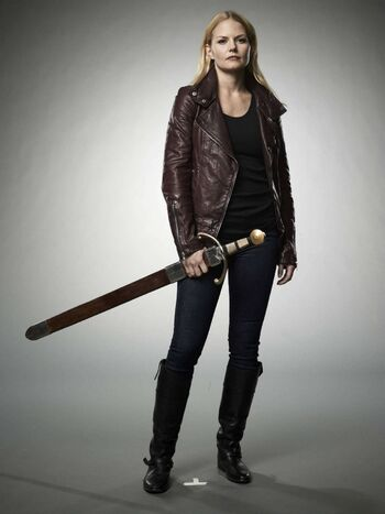 Emma Swan Season 2 With Sword 02