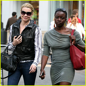 File:Laurie-holden-danai-gurira-gal-pals-at-the-grove.jpg