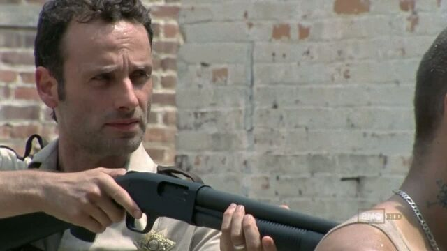 File:The-walking-dead-mossberg-500-rick.jpg