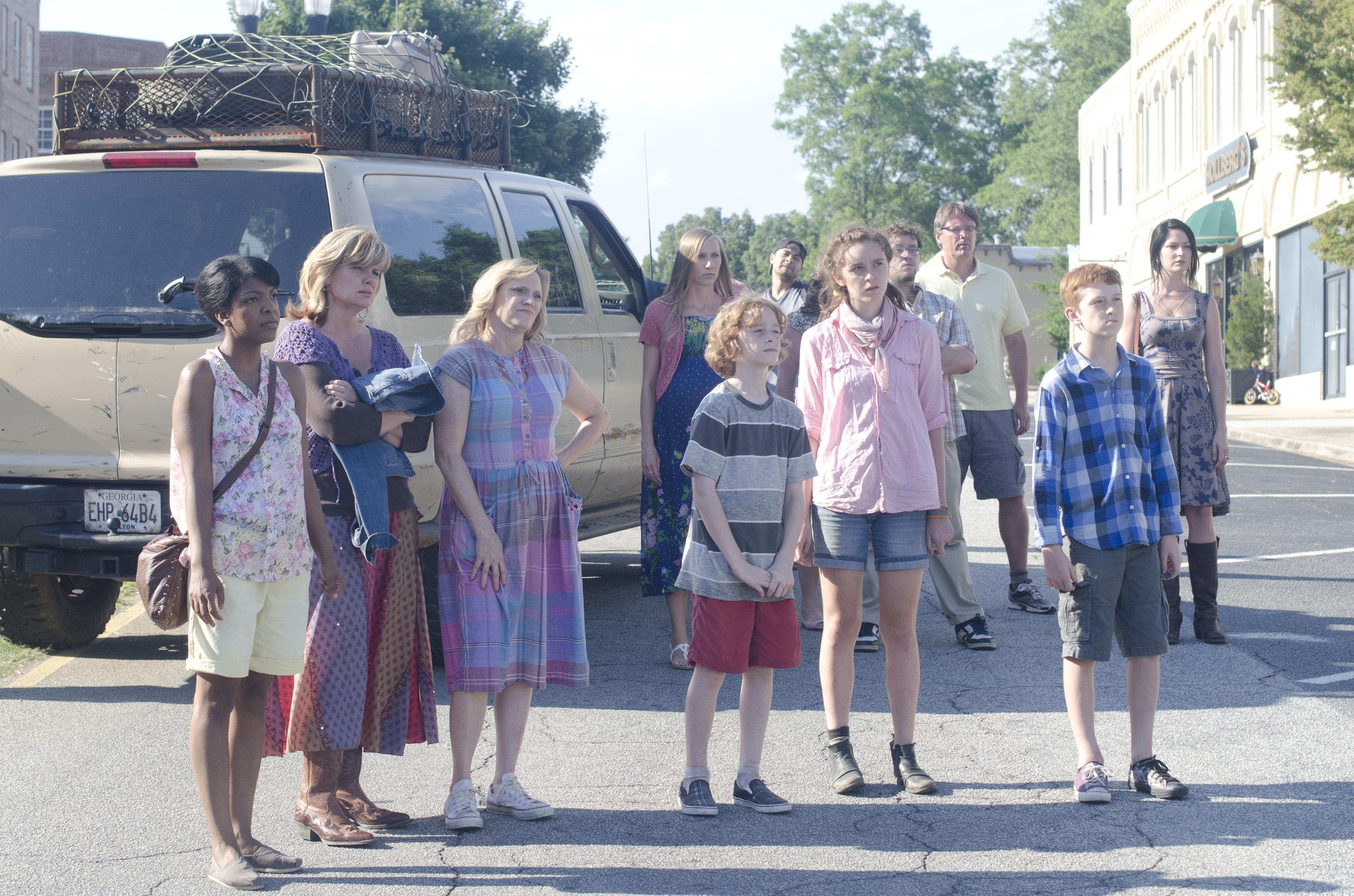 File:Woodbury survivors (Walk With Me).jpg