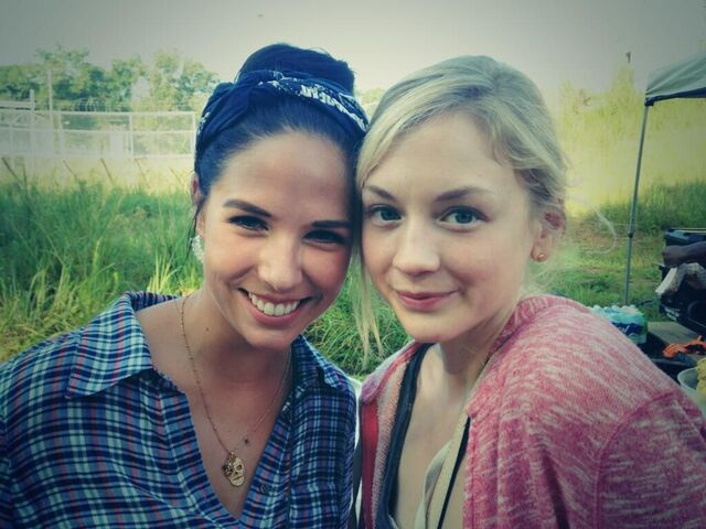 File:Emily with a girl on season 4 set.JPG