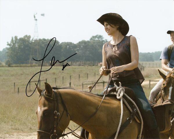 File:Lauren Cohan autograph.jpg