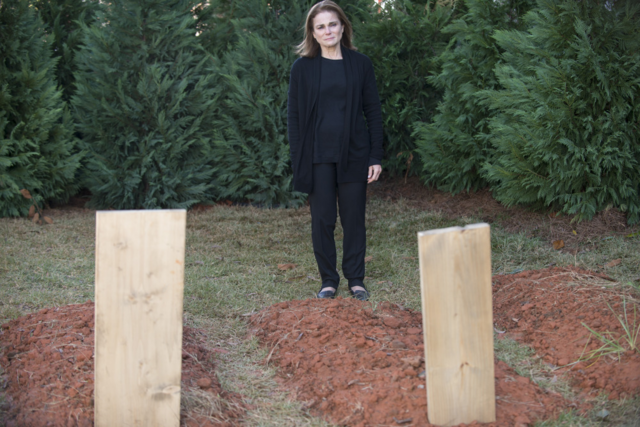 File:AMC 515 Deanna Graveyard.png