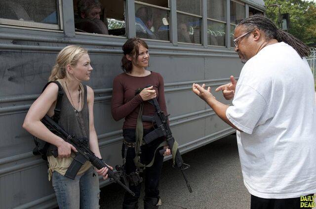 File:Beth, Maggie, Denny at bus (Too Far Gone).jpg