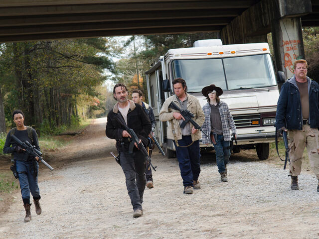 File:The-walking-dead-episode-616-rick-lincoln-carl-riggs-post-800x600 (1).jpg
