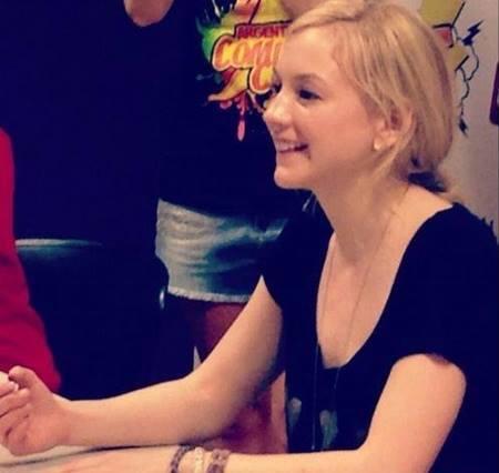 File:Emily in comic or walker con so cute.jpg