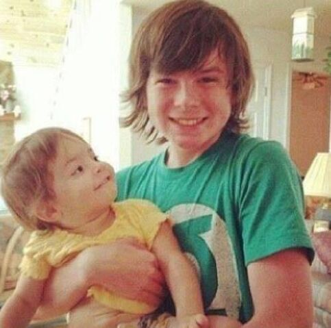 File:Chandler Riggs (Carl) with Eliza Cornwell (Judith) according to Chandler Riggs' twitter account..jpg
