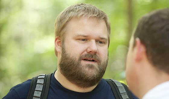 File:TWD-S3-Robert-Kirkman-Fan-Interview-560.jpg