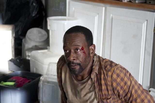 File:Walking-Dead-312-bts-a.jpg