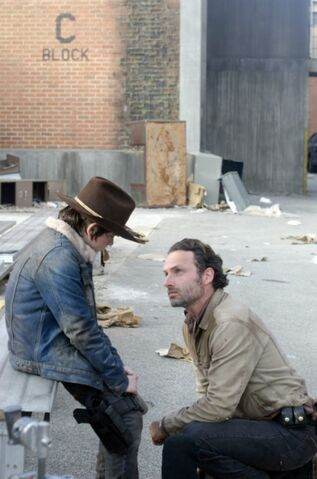 File:Walking-dead-chandler-riggs-andrew-lincoln-welcome-to-tombs-amc.jpg