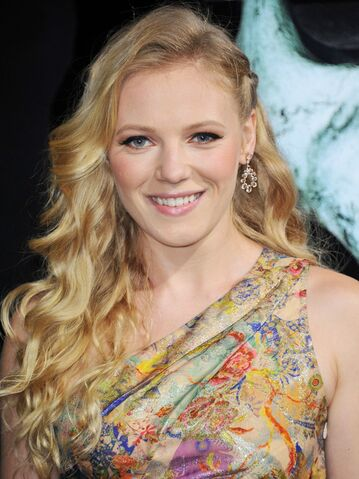 File:Emma-bell-premiere-final-destination-5-01.jpg
