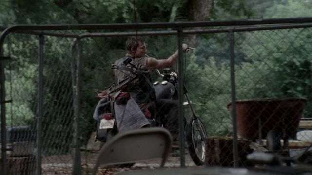 File:Daryl driving away from house.jpg