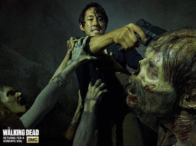 File:Season 5 Glenn killing walker.jpg