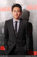 Steven-yeun-walking-dead-los-angeles-premiere-16gZU6