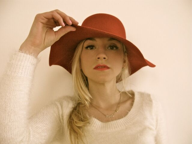 File:Emily in a beautiful red hat so stunning.JPG