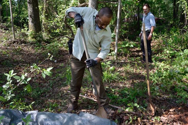 File:AMC 601 Morgan Digging.png