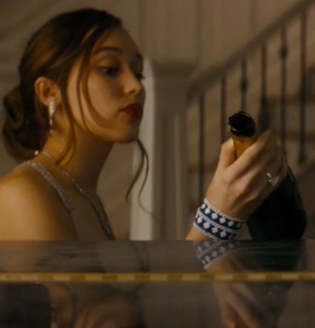File:FearTWD Finishes off the champagne.png