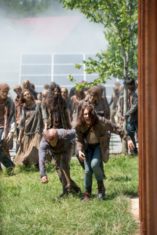 File:AMC 608 Maggie Fleeing Horde.png