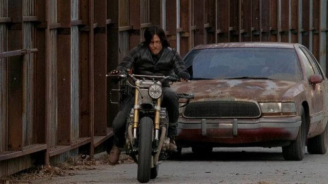 File:Take-a-closer-look-at-daryl-s-new-wheels-in-the-walking-dead-308884.jpg