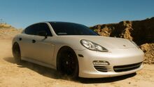 I912350 as 2010 Porsche Panamera (Fear The Walking Dead)
