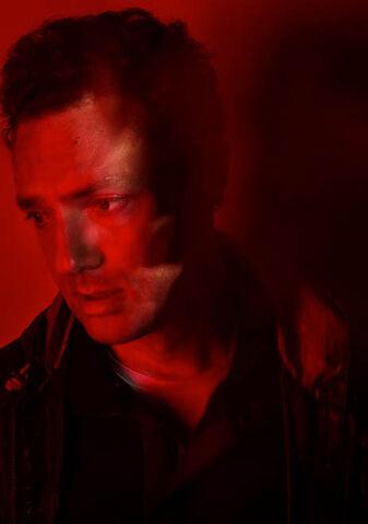 File:The-walking-dead-season-7-aaron-marquand-red-portrait-658.jpg