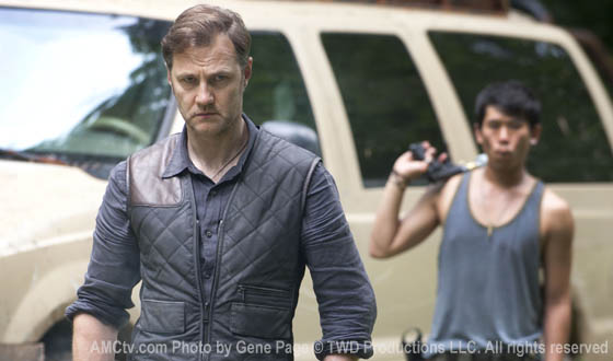 File:Twd-s3-first-look-governor-560.jpg