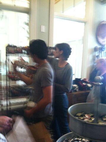 File:Steven yeun lauren cohan at the woodburryshop.jpeg